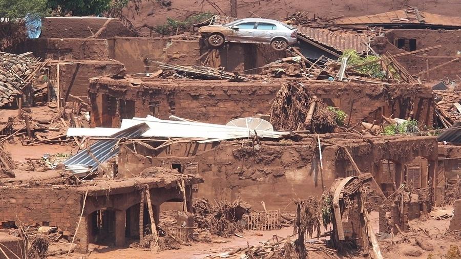Rompimento de barragem atingiu os distritos de Bento Rodrigues e Paracatu, em Mariana, em 2015 - Reprodução/Márcio Fernandes/Estadão