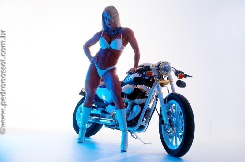 14.set.2015 -  Além dos títulos de competições de fisiculturismo, Renata Muggiati, 32, também trabalhava como modelo. Na imagem, a beldade fitness aparece em foto clicada pelo fotógrafo Pedro Nossol.
