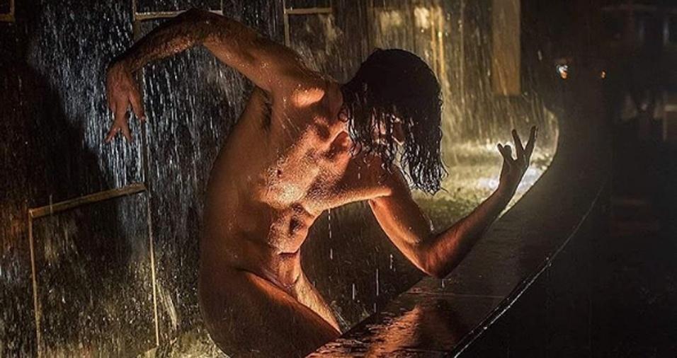 38. As fotos de nudez foram desafios tanto para os dançarinos quanto para o fotógrafo, que precisavam ficar atentos à polícia e driblar curiosos