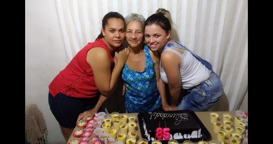 Shirley Cinay e Xenia com a vozinha Tereza Maria, de Ipatinga (MG)