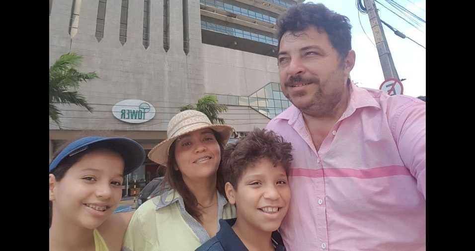 """""""Eu, Mario Duarte Matos Junior, minha irmã Clara Letticia Duarte Matos, meu pai Mario Duarte Matos, e minha mãe Lilly"""", de Codó (MA)"""