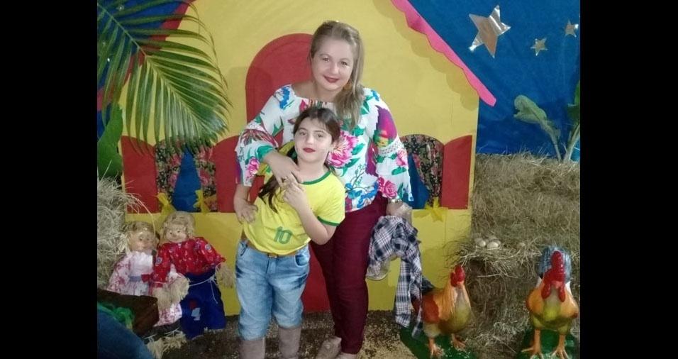 """Cristiane Souza, de Cariacida (ES), enviou foto com a filha, Walentina Reis: """"Eu amo ser a mãe desta caipirinha!"""""""