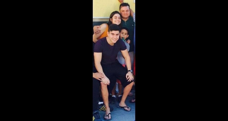 Robson de Souza, de Alphaville (SP), com os filhos Isabelle, Arthur e Leonardo