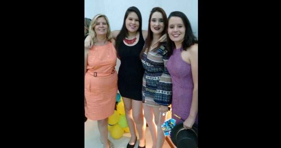 Marisa Dolores Silva Pereira com as filhas Maria Clara, Karina e Luíza