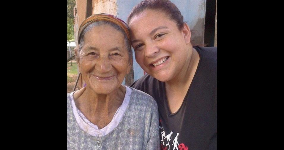 Fernanda Lourenço Fraga com a vovó, dona Toca, de 99 anos. Elas são de São José do ALmeida (MG)