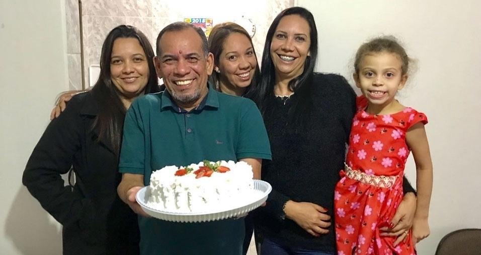 Elaine, Angélica, Ângela e Isabella com o papai pai Darcy