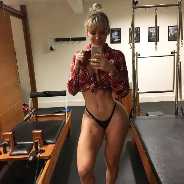 5.jul.2016 - Que a transexual Thalita Zampirolli gosta de cuidar do corpo, todo mundo sabe. E, para mostrar que o trabalho duro traz resultados, a bela posta sempre fotos em que aparece com a cintura bem fininha e coxas grossas