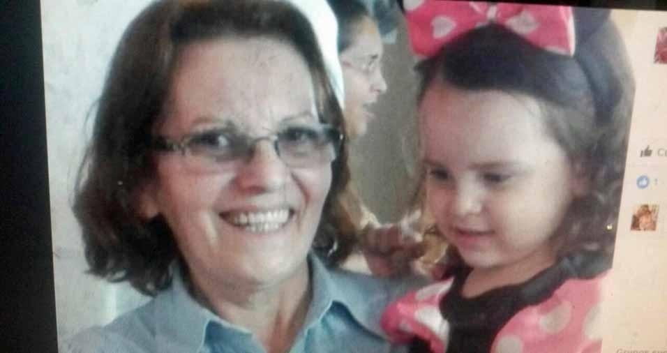 Vovó Fátima, 62 anos, com a netinha Sarah, três anos