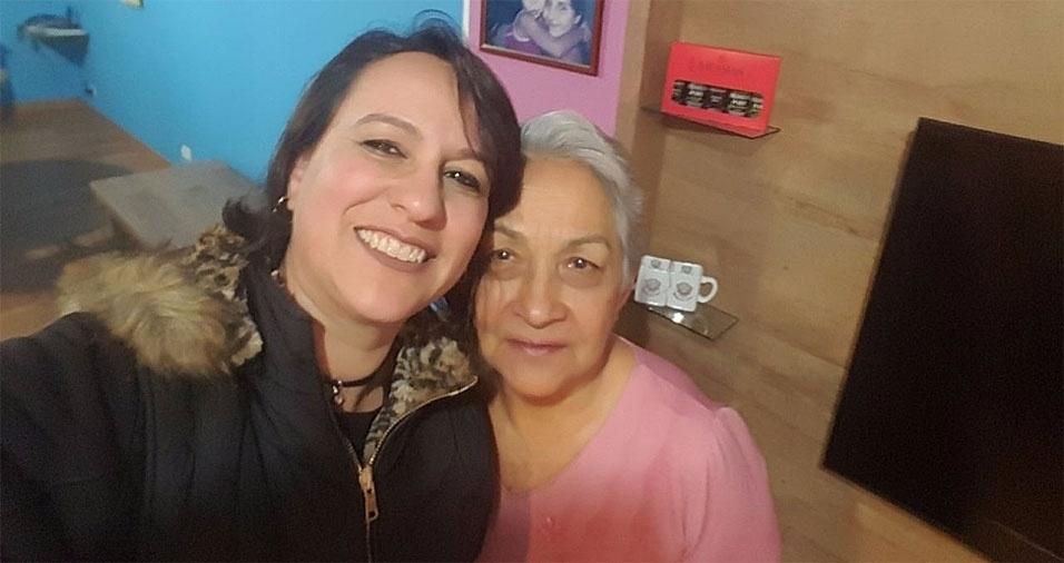 """Núbia Moreno Balestra com """"sua rainha"""", a mãe, dona Aura Viana Moreno"""