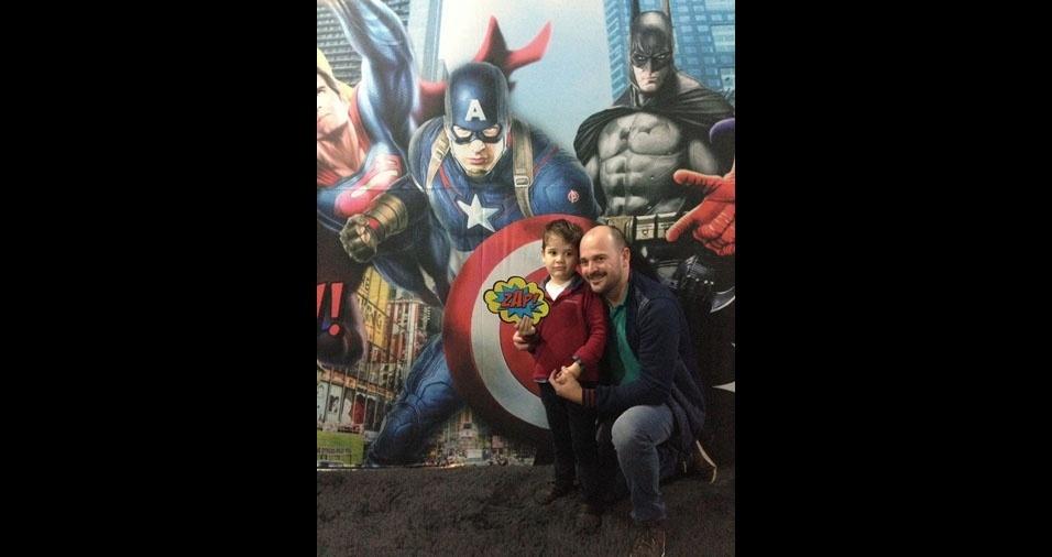 Só os super heróis! João Junior com o filho Miguel Barbosa