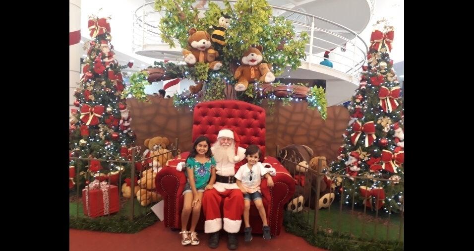 """""""Sou Natália Gomes, de Irapuru (SP), e estou enviando a foto dos meus amados filhos, Pedro e Maria Eduarda. Um feliz Natal para todos vocês!!!!"""""""