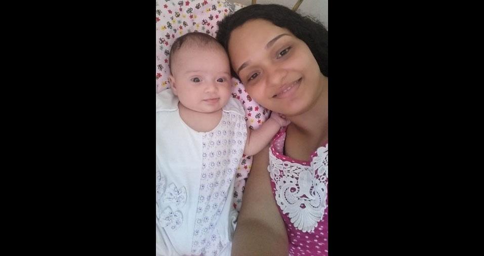 Simone, de Salvador (BA), com sua princesa Lis, de dois meses