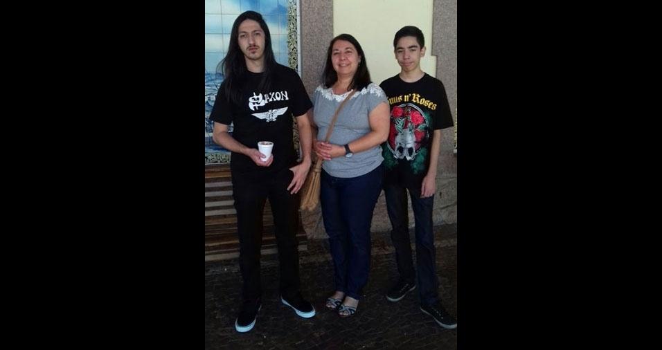 Karina Conejo Freire, de Osasco (SP), com os filhos Pedro e Lucas