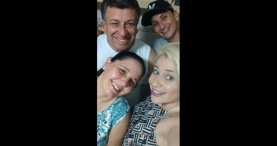Luis Pereira com filhos e esposa