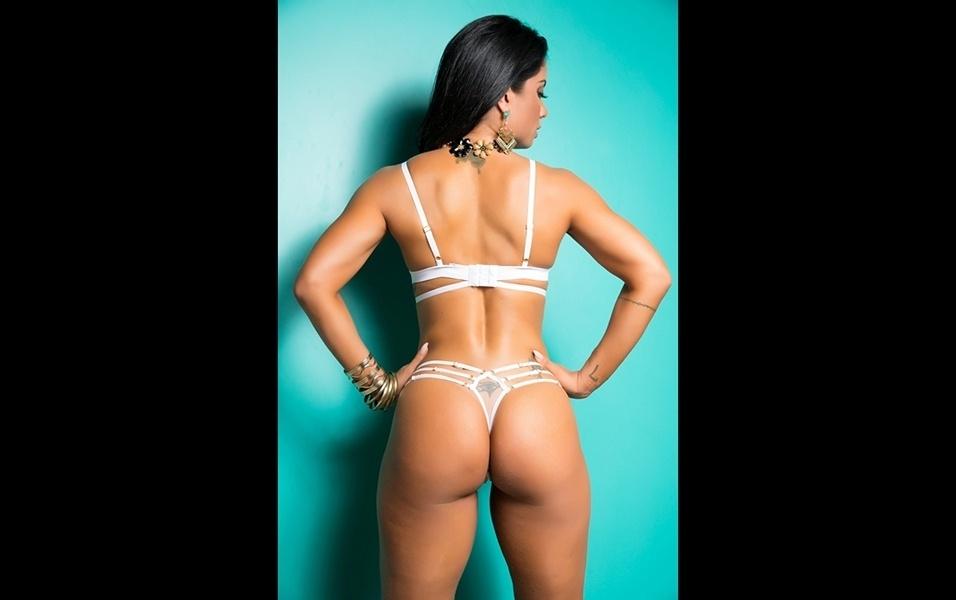 25.jan.2018 - Dani Sperle afirma que ela recusou três convites de escolas de samba para desfilar no Carnaval 2018, após perder o posto de musa da União da Ilha