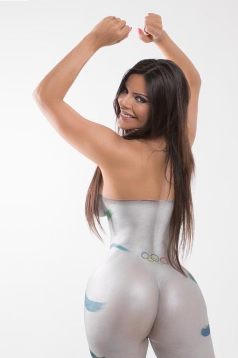 9.mar.2016 - Suzy Cortez, a dona do bumbum mais bonito do Brasil, posou completamente nua com o corpo todo pintado