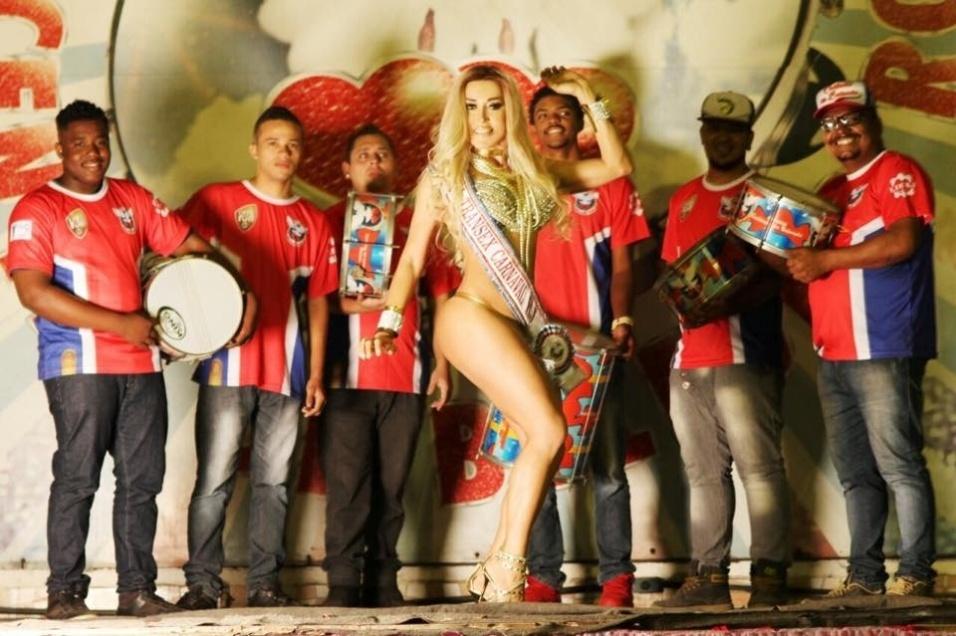 4.ago.2016 - Para fazer bonito na Sapucaí, a funkeira pretende ter aulas de samba com a rainha de bateria da Inocentes de Belford Roxo, Letícia Guimarães.