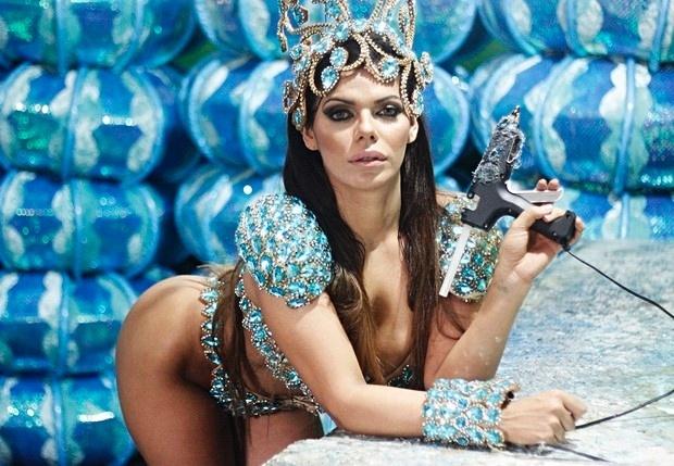 """26.jan.2016 - Em sua estreia no Carnaval, Suzy Cortez a Miss Bumbum 2015, promete """"causar impacto"""" no sambódromo do Anhembi"""