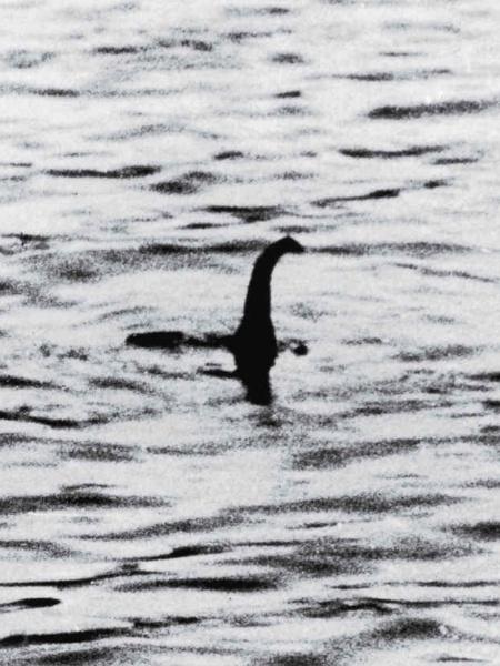Foto clássica utilizada para representar o suposto monstro é, na verdade, uma montagem feita com brinquedos, em 1934 - Arquivo/Reprodução
