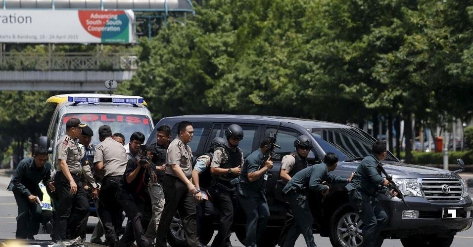 2. Jacarta, Indonésia. Sete explosões e tiroteios deixaram 17 mortos na capital da Indonésia em 14 de janeiro. Os autores usaram armas de fogo e granadas