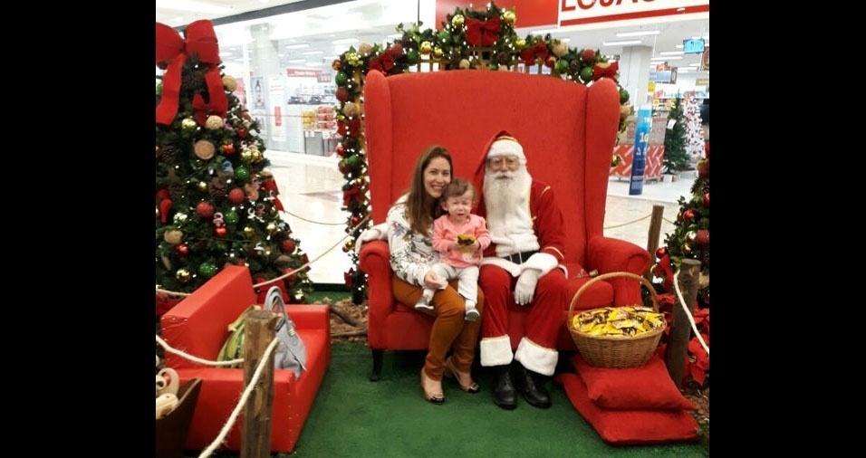 Kelly Cristina do Nascimento, de São Paulo (SP), com a sobrinha e o Papai Noel