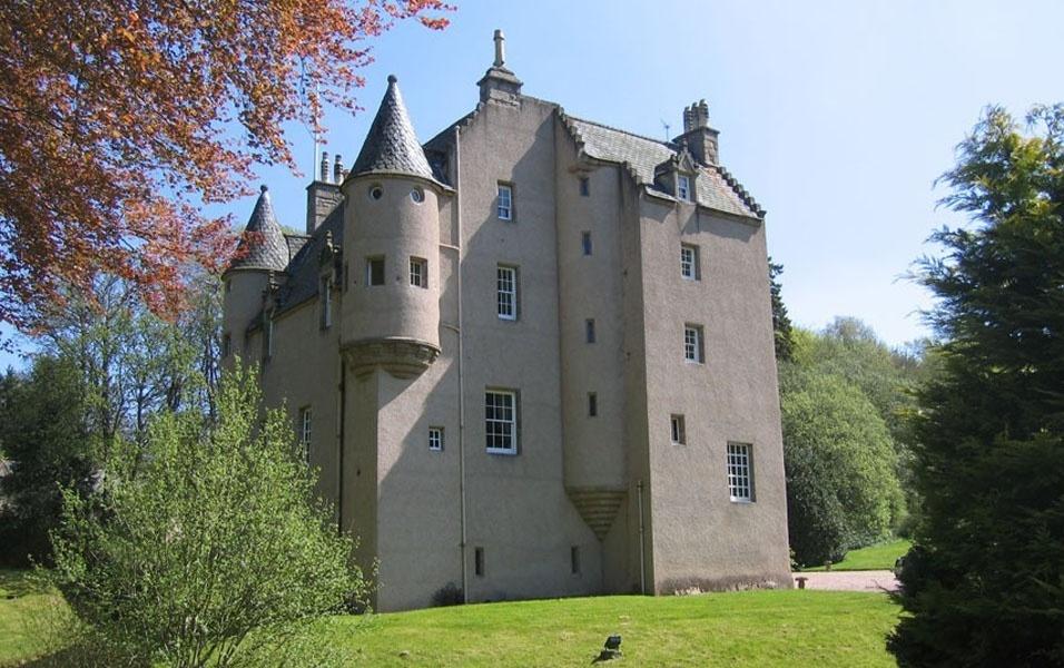 Well-known 24 castelos europeus que você pode comprar, se ganhar na Mega-Sena  IW82