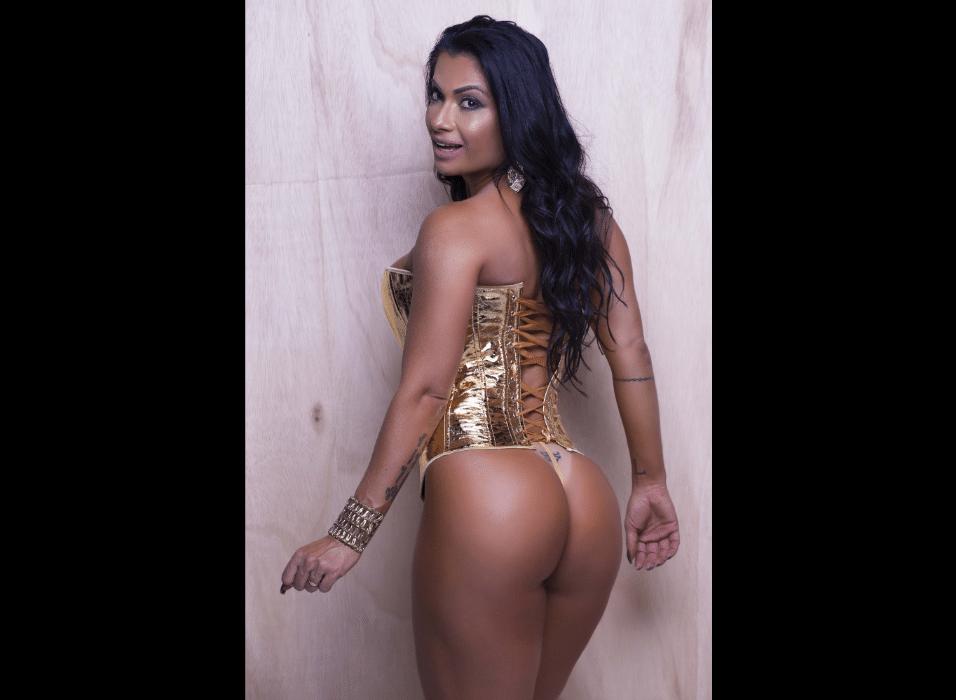 """14.jun.2017 - Garota propaganda do sex shop Tijuca, Dani Sperle revelou que deixa a imaginação solta quando o assunto é sexo, """"minha fantasias são sempre muito, demais, sempre ousadas"""", revelou a modelo"""
