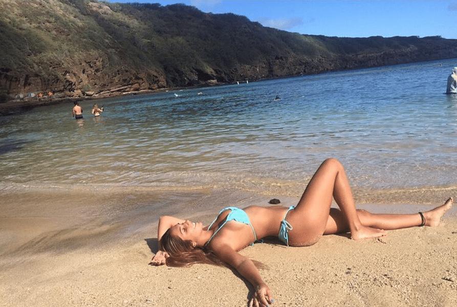 17.fev.2017 - Após curtir o feriado de Carnaval longe do Brasil, Carolina Portaluppi relembrou os locais paradisíacos do Havaí em fotos no Instagram