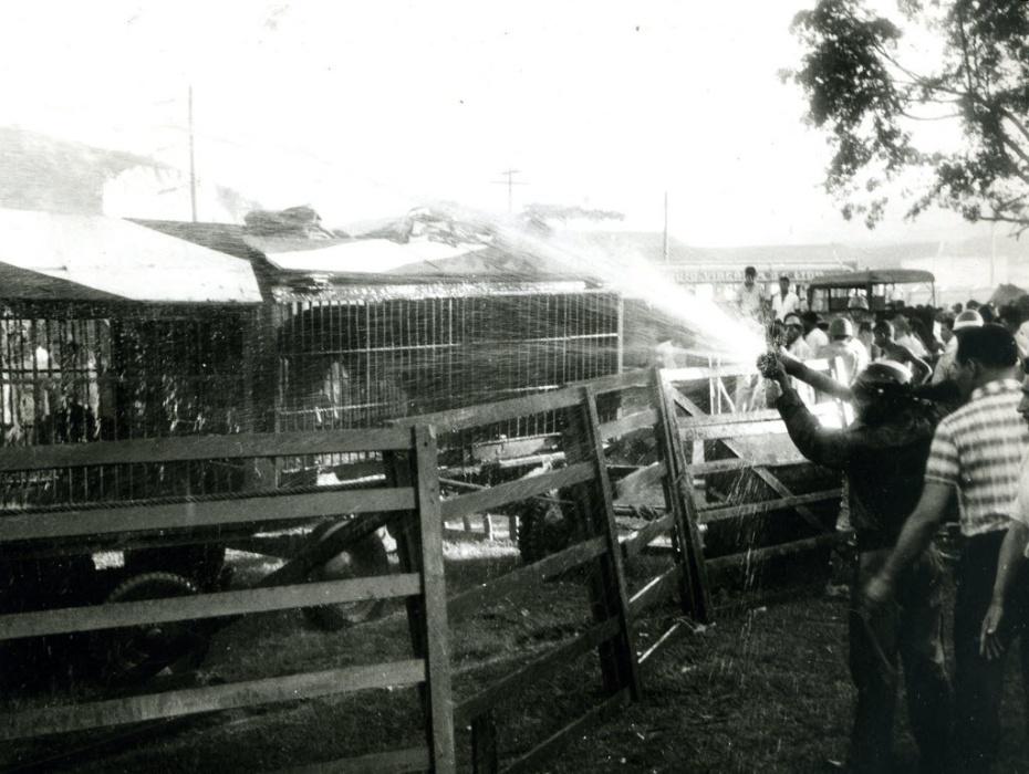 17.dez.1961 - O incêndio no Gran Circo Norte-Americano, em Niterói (RJ), é considerado o maior da história do Brasil, e deixou 503 mortos, sendo que 70% das vítimas eram crianças, e mais de mil feridos