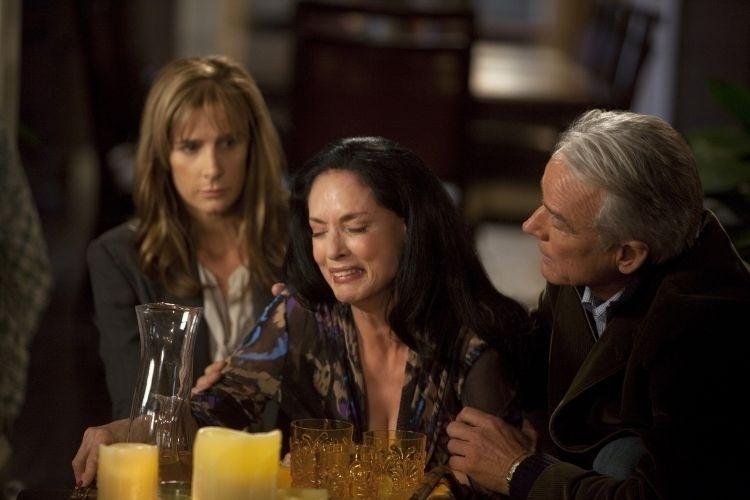 """Out.2010 - Em """"Brothers & Sisters"""", apesar de toda a simpatia, a convidada Gabriela Laurent (Sonia Braga) logo cria confusões quando decide se intrometer na vida amorosa de Nora (Sally Field)"""