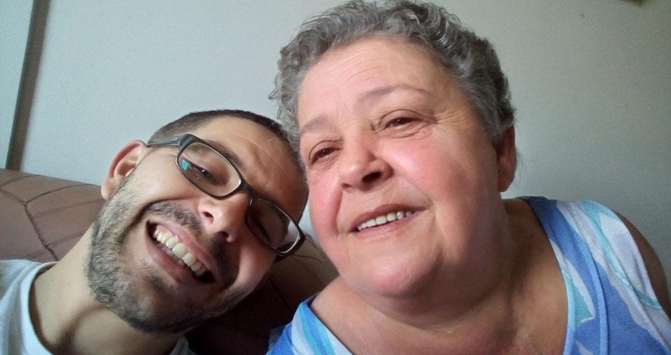 Andres com a mãe Maria Fernandes, de Carapicuíba (SP)