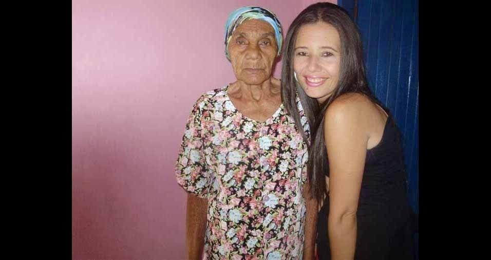 Neide, de Brasília (DF), com a avozinha Joana, de Condeuba (BA)