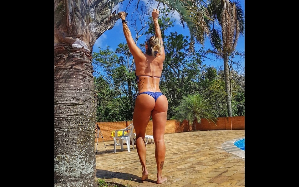 Apesar de ser fanática por academia, Letícia também curte muito malhar ao ar livre, e sempre incentiva essa prática aos seguidores