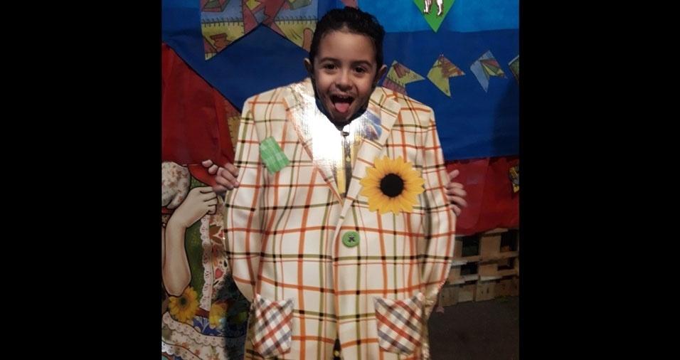 Vagner Silva enviou foto do filho Igor, de Guarulhos (SP), brincando na festa junina