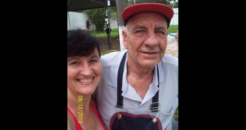 """Regina Beraldo, de Piracicaba (SP), em foto com o pai Dorival Bortoloti: """"Meu pai já não está entre nós, mas continua sendo o melhor pai do mundo... 3 anos e 11 meses de saudade. Te amo pai!"""""""