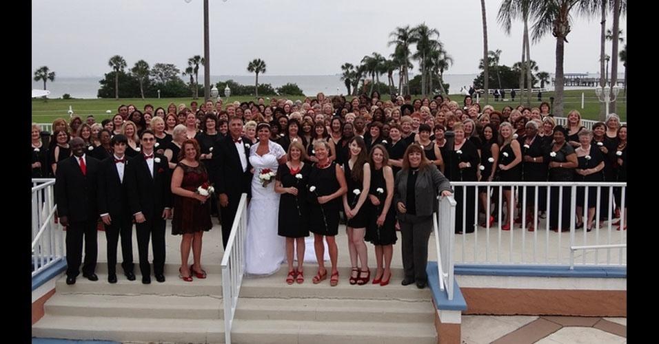 52. A marcha nupcial deve ter tocado em looping enquanto as 168 damas de honra de Tina Ackles entravam na igreja, em seu casamento com Thomas Rodgers, em abril de 2015.
