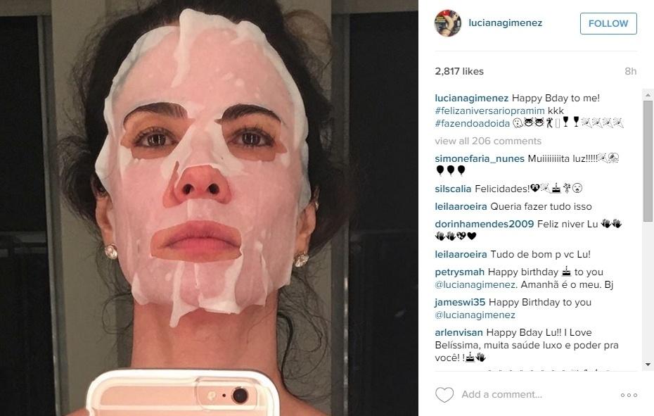 """3.nov.2015 - Irreverente e sempre cheia de bom humor, a apresentadora Luciana Gimenez postou uma imagem no Instagram  para se desejar """"parabéns"""" - """"Feliz aniversário para mim! Fazendo a doida!"""". Nesta terça-feira, Lu completa 46 anos com muitas felicitações dos fãs na rede social. """"Parabéns! Saúde, luxo e poder para você"""", """"Parabéns e que venham os próximos cem anos com todo o seu vigor"""", escreveram alguns dos seguidores na rede social"""