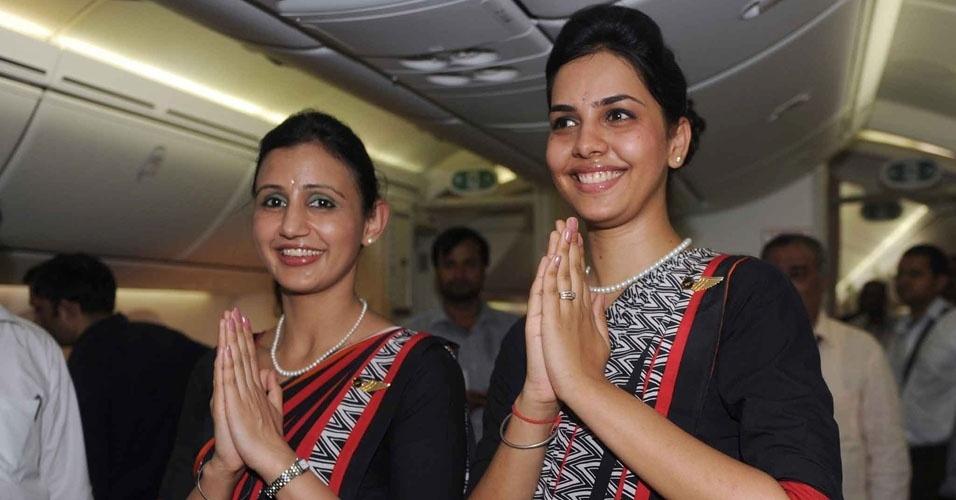 16. Uma companhia aérea indiana só contrata comissárias de voo do sexo feminino, porque as mulheres são mais leves que os homens, e a empresa economiza US$ 500 mil por ano em combustível