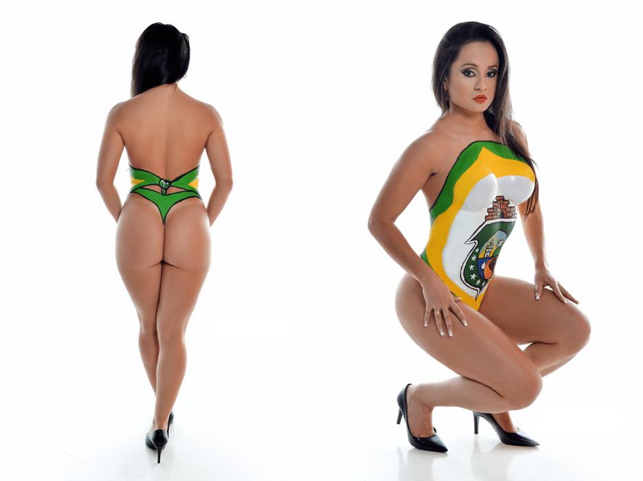 """20.jun.2017 - Deyse Campos teve o corpo pintado com as cores da bandeira do Ceará. Além de limitar o tamanho da """"preferência nacional"""", o Miss Bumbum 2017 terá um desfile com maiô retrô, no lugar do micro-biquíni"""
