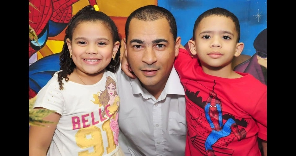 André Silva com os filhos Sophia e Enzo, de São Paulo (SP)