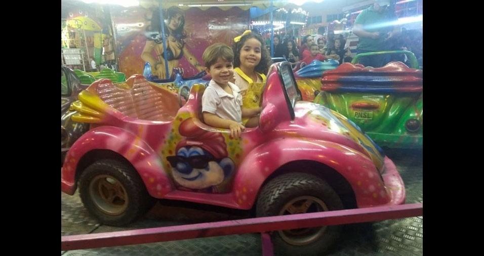 Leando Gabriel e Lívia Gabrielly, em momento de diversão enviado pela mamãe Alessandra do Nascimento Santos