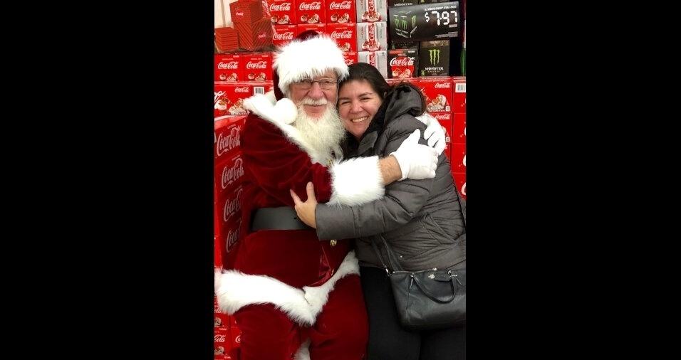 Mirela Longatti, que moro em Toronto, no Canada, enviou uma foto com o Santa Claus