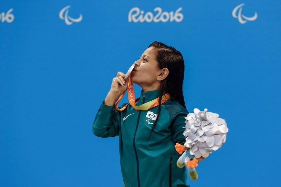 12.set.2016 - Joana Maria Silva comemora a prata conquistada na prova dos 50 m livre - S5