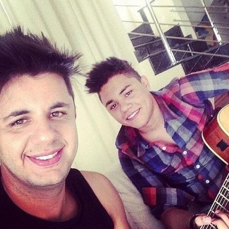 O cantor Felipe Araújo (dir.) e o irmão, Cristiano Araújo, morto em um acidente em junho de 2015 - Divulgação/Reprodução/instagram/felipearaujocantor