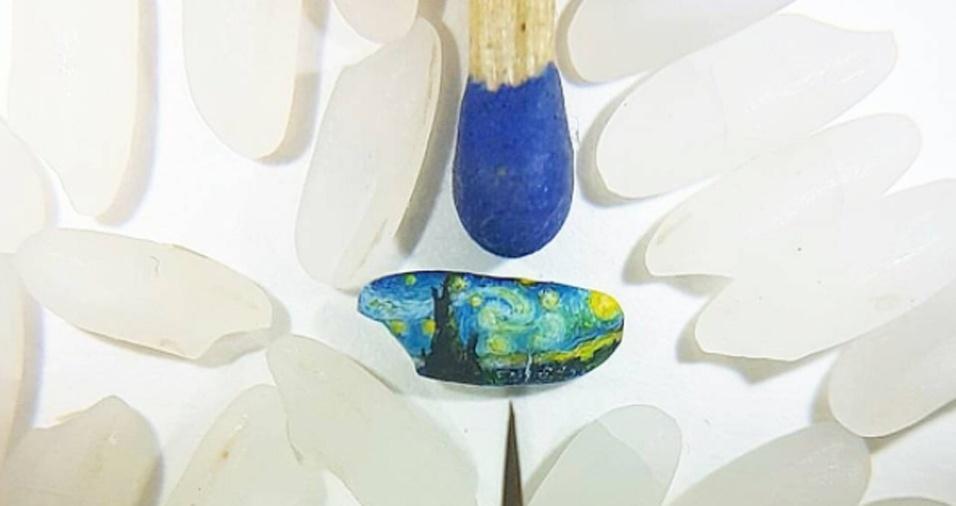 34. Uma obra de Van Gogh reproduzida em um grão de arroz pelo artista Hasan Kale