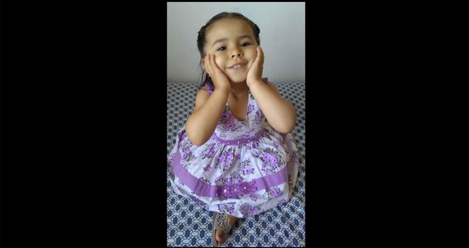 Josiane e Charles enviaram foto da filha Thainá, de Barra Mansa (RJ)