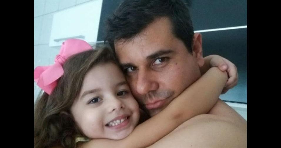 Keile Tatiane Fernandes de Oliveira, de Rio Claro (SP), enviou foto da Maria Eduarda com o papai Tiago César