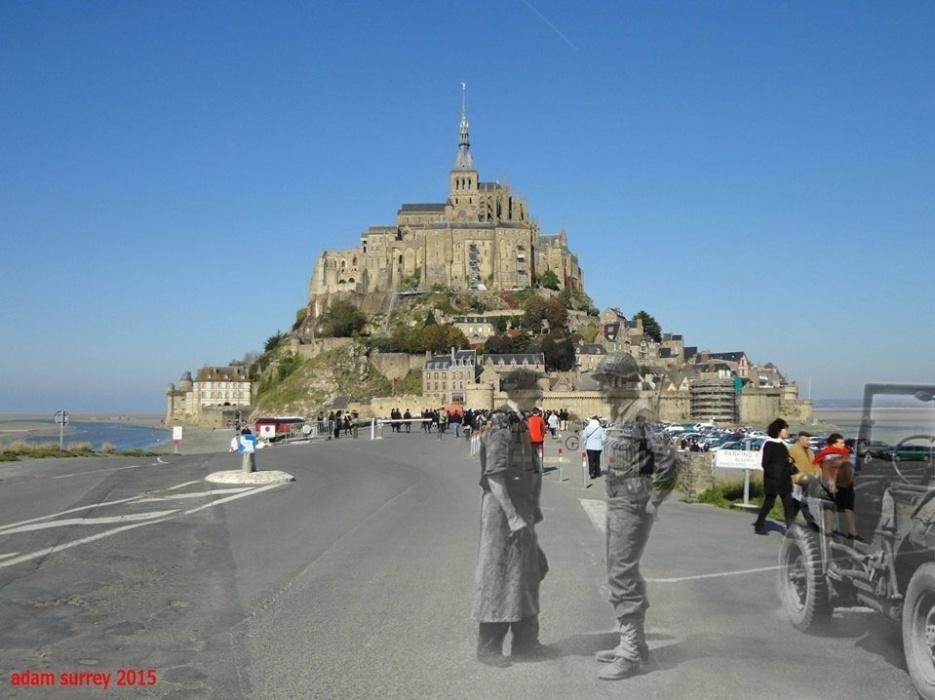 24.nov.2015 - Civil francês conversa com militar norte-americano na ilha europeia de Saint-Michael