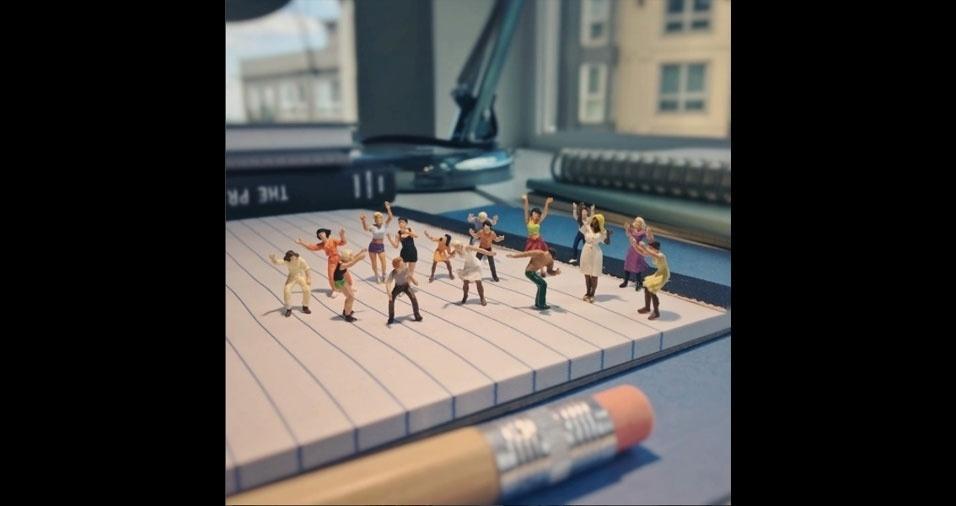 8. Flash mob no escritório