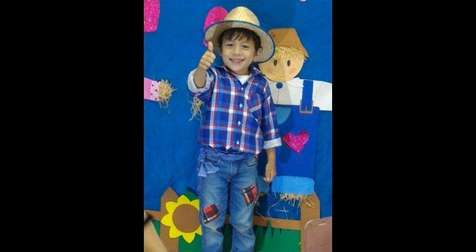 Vânia Aparecida Domingues Pedroso Torres é a mãe do caipirinha Matheus Fernando, de quatro anos. Eles moram em Piedade (SP)